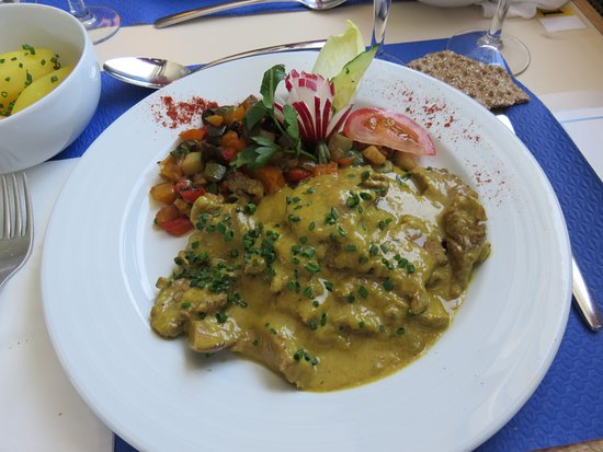 Canton of Neuchatel, Zwitserland: veal in yellow curry sauce
