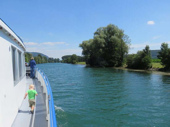 Canton of Neuchatel, Zwitserland: on the canal