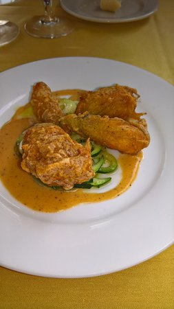 Pope's Tavern at the Oxford Inn : crab and artichoke filled squash blossoms