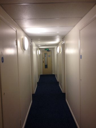 Five Oaks, UK: Our room was at the end of the hall, a quite location.