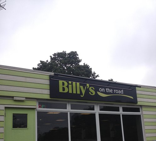 Five Oaks, UK: Billy's on the road, next to the Travelodge, offer good food at reasonable prices
