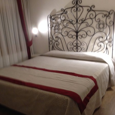 Hotel Antigo Trovatore: bed