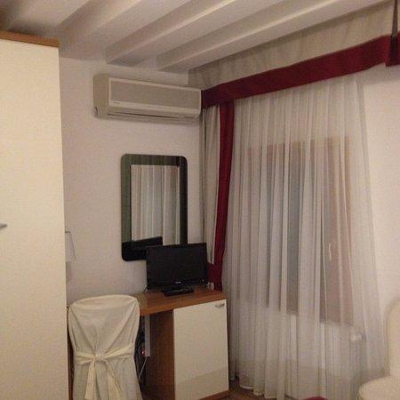 Hotel Antigo Trovatore: room