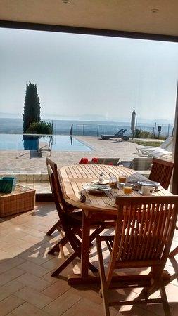 Borgo Poggio Bianco: Frühstück mit Aussicht im Poolhaus