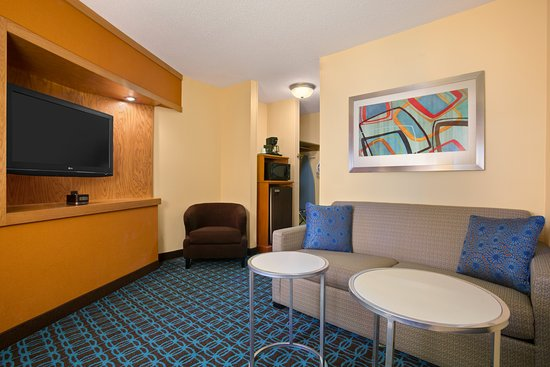 Fairfield Inn & Suites Minneapolis-St. Paul Airport: Spread out in our executive King Suite living area.