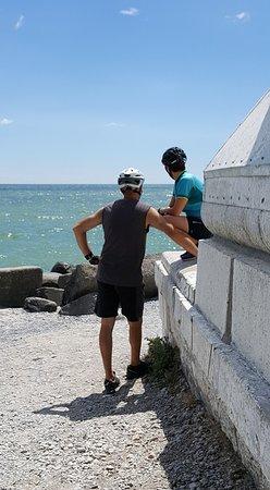 Brighton, كندا: Sur l'Ile un vieux phare, belle piste cyclable pour s'y rendre.