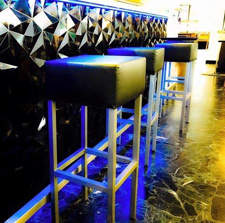 Saint-Maurice, سويسرا: La superbe nouvelle salle et le bar entièrement rénovés
