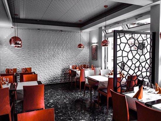 Saint-Maurice, Suiza: La superbe nouvelle salle et le bar entièrement rénovés