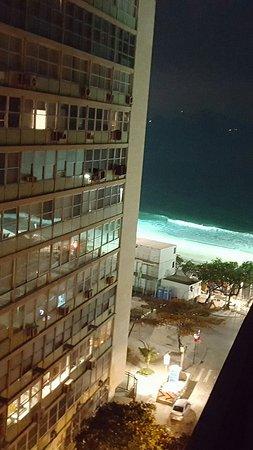 Rio Design Hotel: De noche vista desde el balcón del hotel