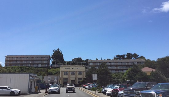 Bandon Inn: View of hotel from old town.