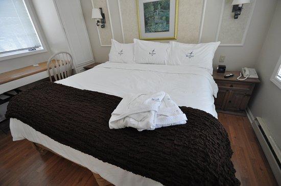 Egg Harbor, WI: Sleep well in huge, comfortable king beds.