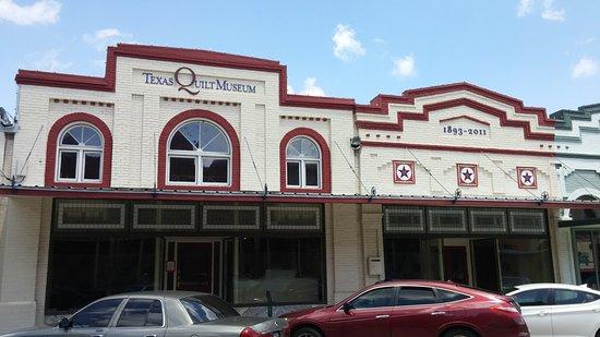 La Grange, TX: Building