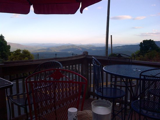Skyline Village Inn: Patio where we enjoyed dinner. Terrific view!