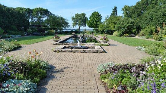 Olbrich Botanical Gardens: The Sunken Garden. Wish This Was My Back Garden.
