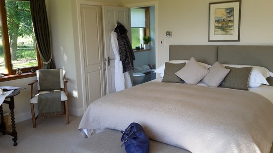 Wemyss House: The beautiful White Room with huge comfy bed!