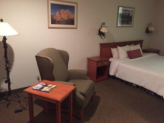 Bend Three Sisters Inn & Suites Image