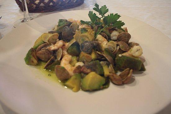 Venta El Frontil: Warm Avocado with sea food and garlic!