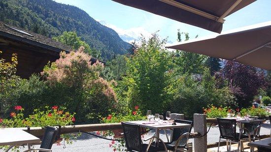 Servoz, Γαλλία: terrasse ensoleillée donnant sur le Mt Blanc