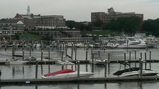 Red Bank, NJ: Riverside Gardens Park