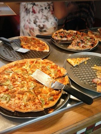Astounding Lunch Buffet 4 99 W Drink Purchase Review Of Pizza Hut Home Remodeling Inspirations Gresiscottssportslandcom