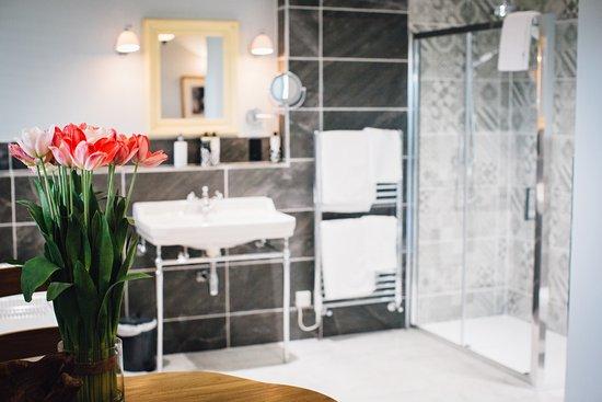 Kendal, UK: Junior Suite Bathroom.