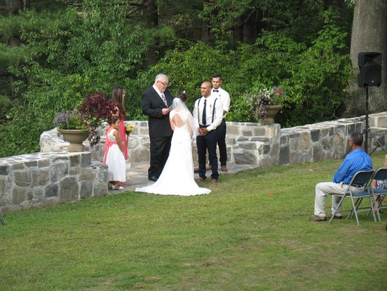 Haddam, CT: Weddings at The Nehemiah Brainerd House B&B