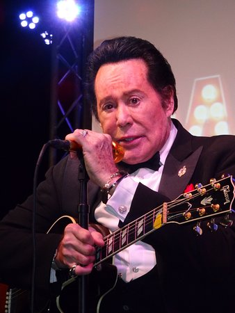 """Wayne Newton: """"Once Before I Go"""" : Real old school entertainer"""