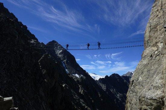 Sentiero dei Fiori - Adamello: 2 ponte sospeso: i ponti sono evitabili percorrendo la galleria
