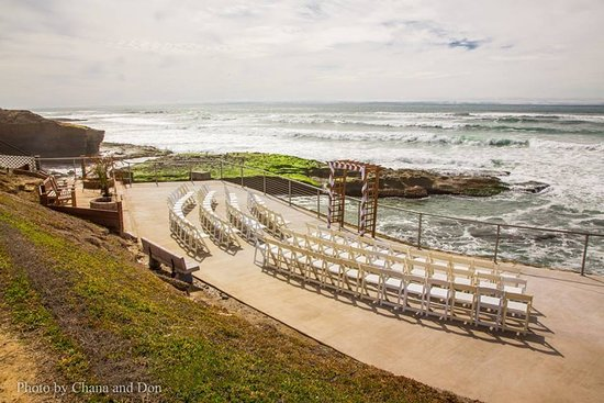 The Inn at Sunset Cliffs: Ceremony