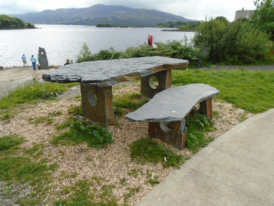 Trawsfynydd, UK: Slate bench overlooking the lake.