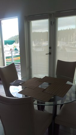 The Marinaside Resort / Palms Hotel & Condominiums: Kitchen/dining table - see the marina in the background