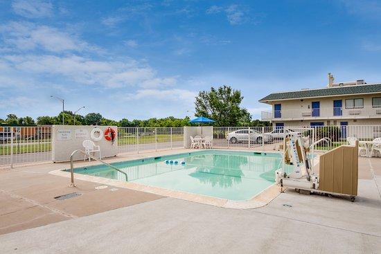 Muskogee, OK: Pool