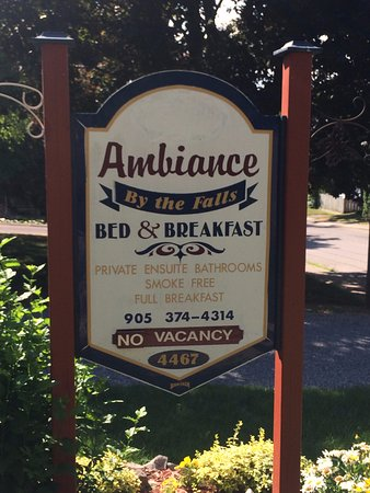 Ambiance by the Falls Bed and Breakfast : Delícia de lugar...
