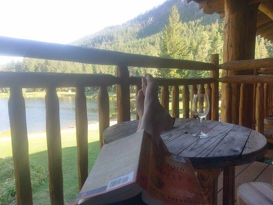 Mazama, WA: Enjoying the balcony