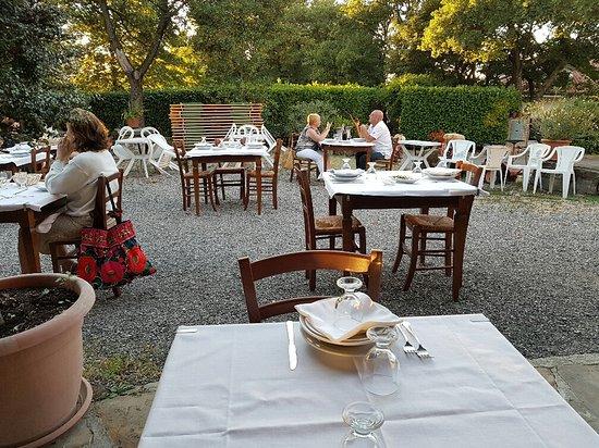 Piozzano, Włochy: tavoli sull'aia