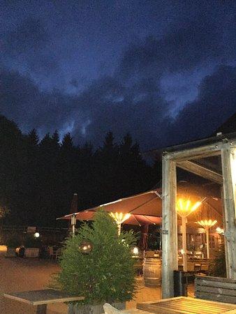 Oberried, Tyskland: am abend beim käse und wein - in ruhe und geborgenheit umgeben von frieden und glück