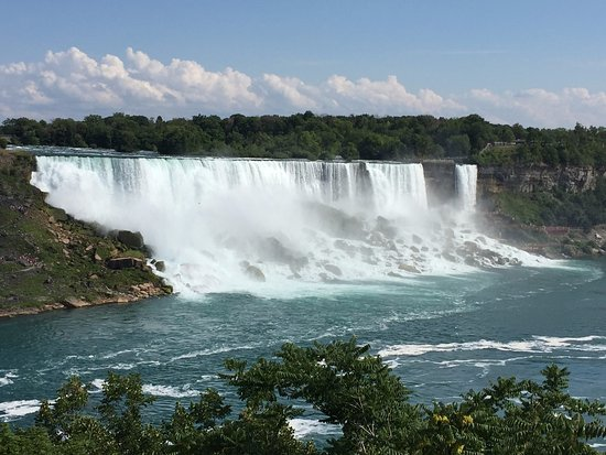 Country Inn & Suites By Carlson, Niagara Falls, ON: Just a 10 minute walk; right past the Fun Zone; spectacular.