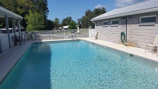 Cedar Key RV Resort: Nice clean, warm pool.