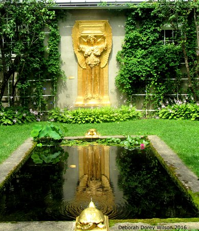 Cornish, นิวแฮมป์เชียร์: The reflection pond, with plenty of places to sit and think or say a special prayer!!