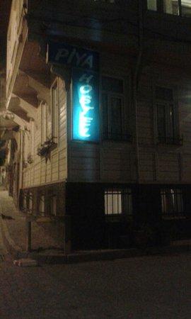 Piya Hostel: Dışarıdan