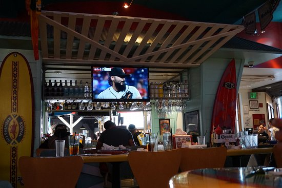 interieur de bar - Picture of Wipeout Bar & Grill, San Francisco ...