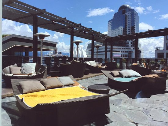 Willow Stream Spa at Fairmont Pacific Rim : Sunning deck with city and Coal Harbor views