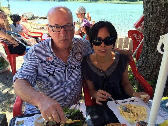 Saint-Théoffrey, France : repas à 2 mètres du lac