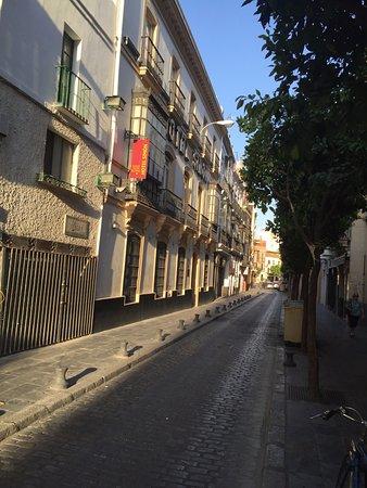 Simon Hotel: otelin bulunduğu cadde ve dışı