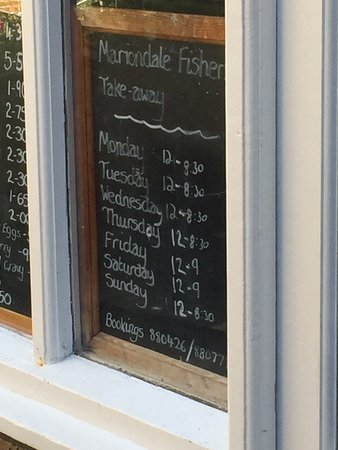 Mariondale Fisheries: The opening hours in the window