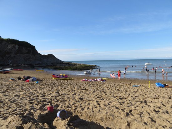 Aberporth, UK: View of the sandy south beach towards rock pools & coves.