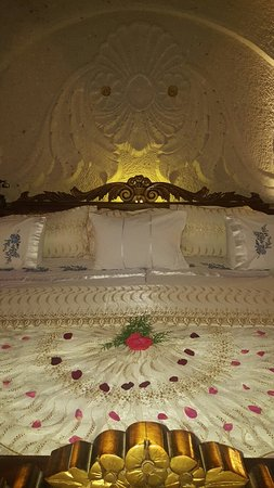 Gamirasu Cave Hotel: 20160803_232858_large.jpg