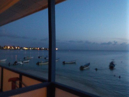 Conrado Beach Resort : As night falls