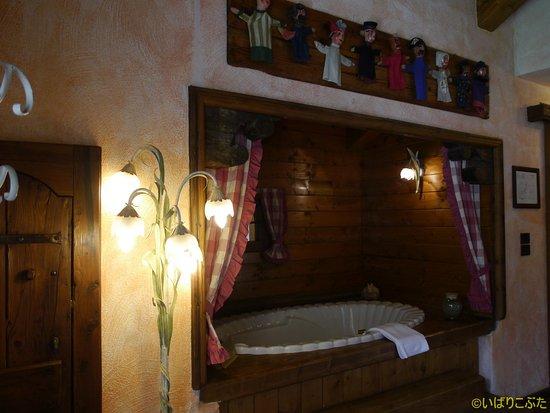 Bellevue Hotel & Spa: 部屋にあるバスタブ