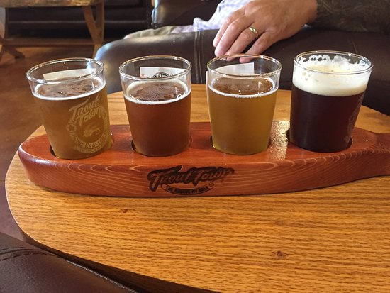 Roscoe, NY: Flight of beer at Trout Town